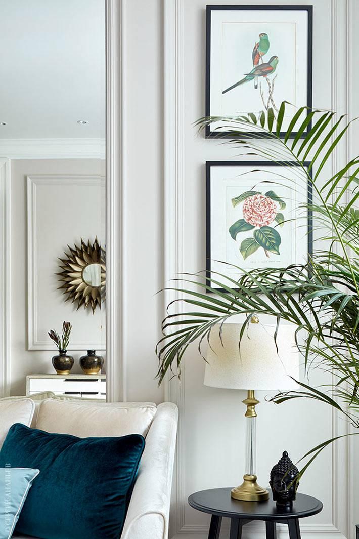 картины с растениями и птицами на стенах квартиры в Москве