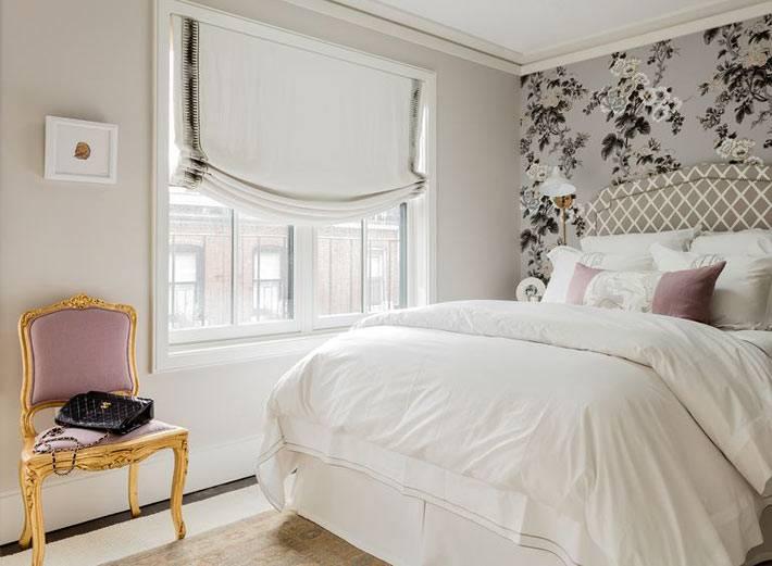 красивые серые обои в цветочек в дизайне спальни