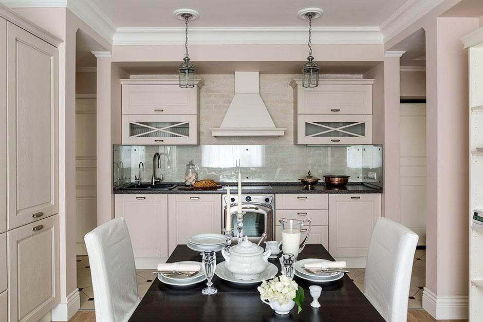 бежевый цвет в кухне со столом из темного дерева фото