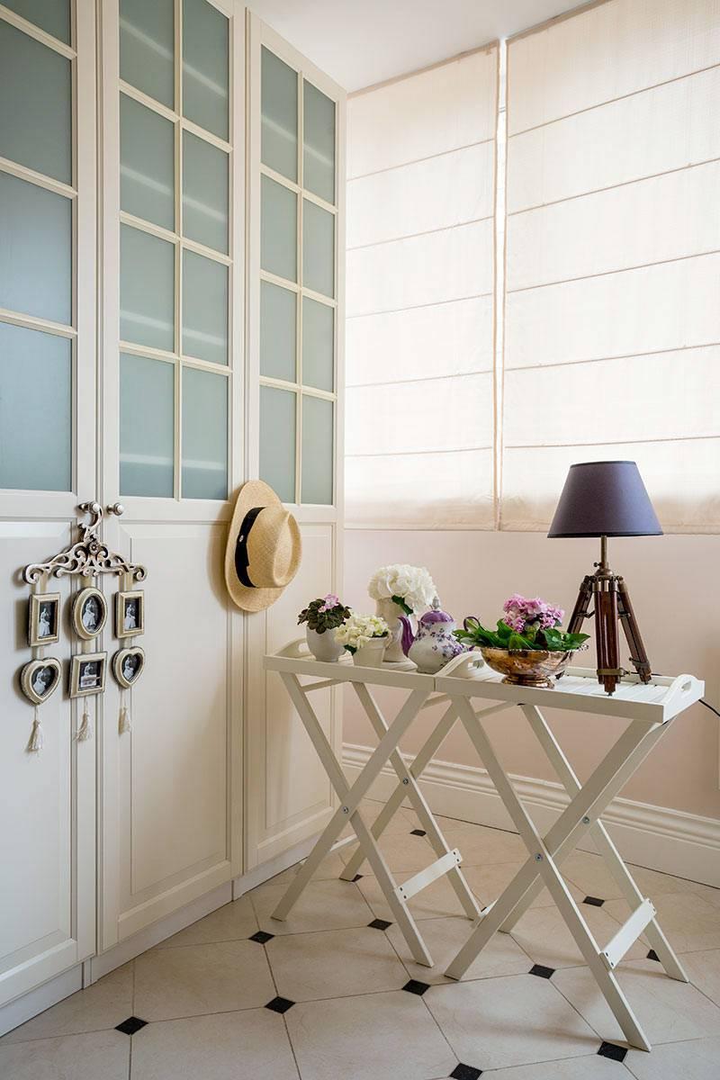 маленькая гардеробная комната на балконе фото