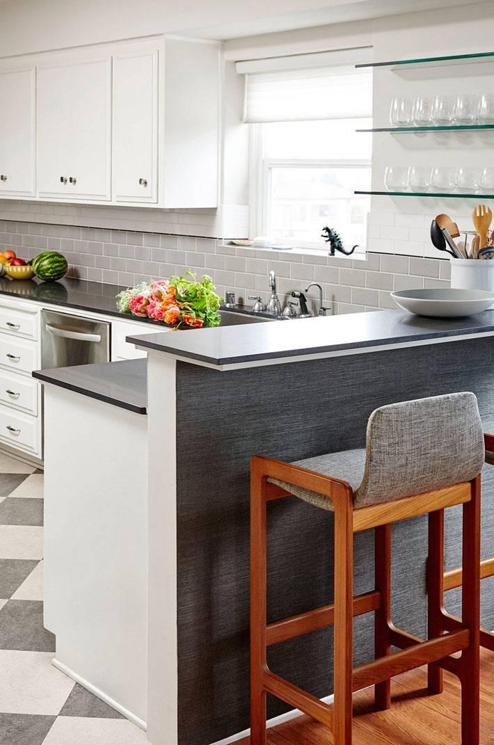 барная стойка на кухне серого цвета фото