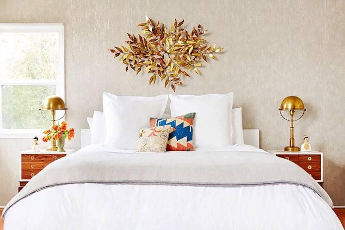 латунные элементы декора в женской спальне фото