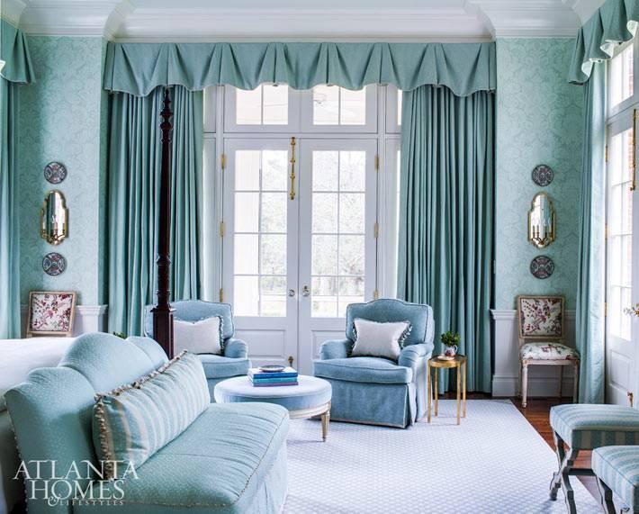 королевский дизайн спальни в нежно-голубом цвете