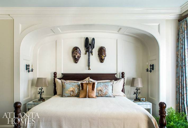 декоративная арка над кроватью в гостевой спальне