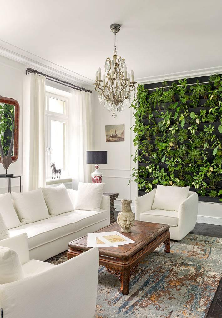 вертикальное озеленение интерьера на стене дома