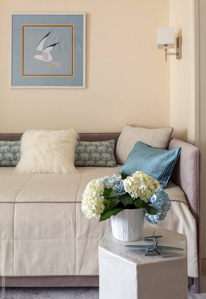 детская комната оформлена в персиковом цвете фото