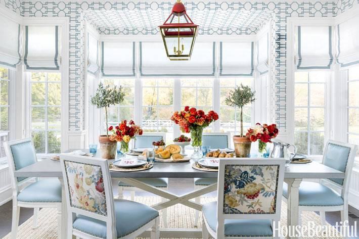 нежно-голубой цвет для оформления гостиной комнаты
