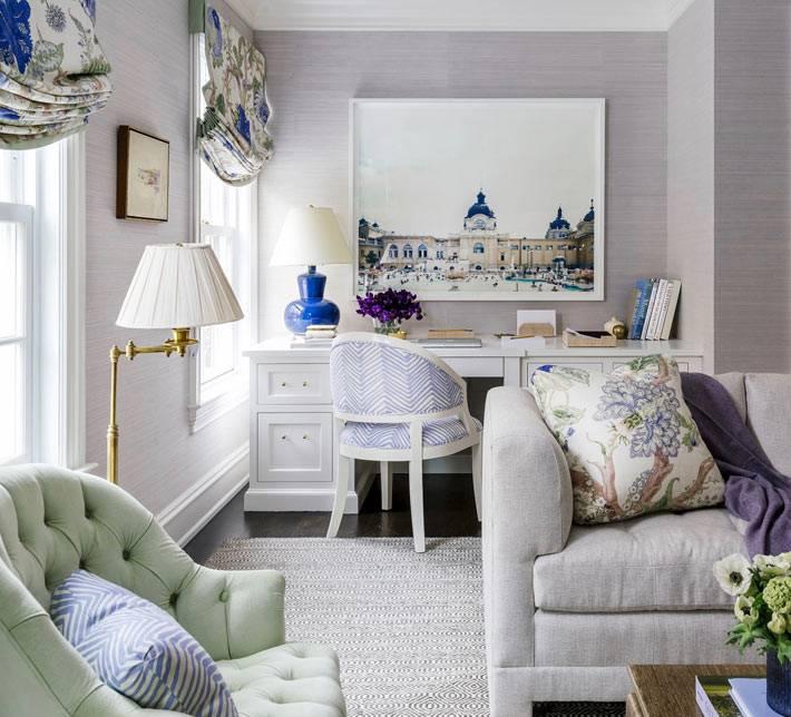 удобное и красивое рабочее место в гостиной комнате