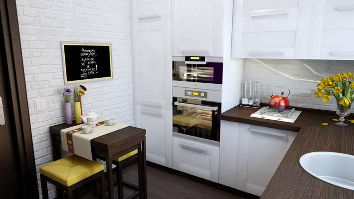 белая кухонная мебель для маленькой кухни