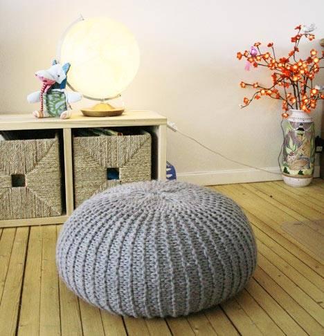 Круглый пуф для удобного сидения на полу фото