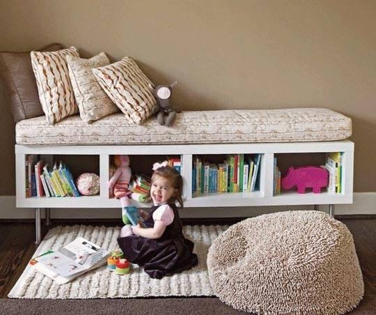 Большой напольный пуф подойдет для интерьера детской комнаты фото