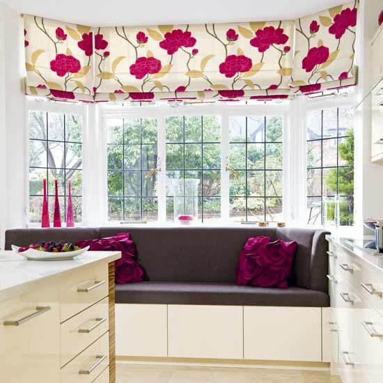 уютный подоконник, эркер в интерьере, место под окном, красивые интерьеры, фото, фотографии красивых интерьеров, диван в эркере