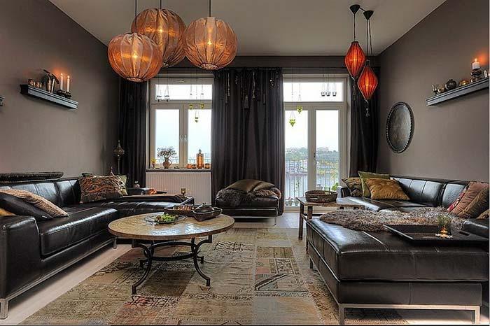Смелое использование темных цветов для оформления гостиной комнаты фото
