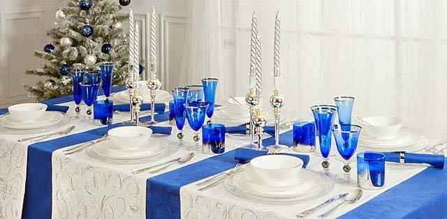 новогодний декор стола в голубом