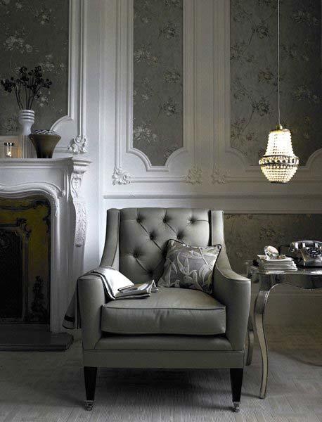 старинное кресло в доме