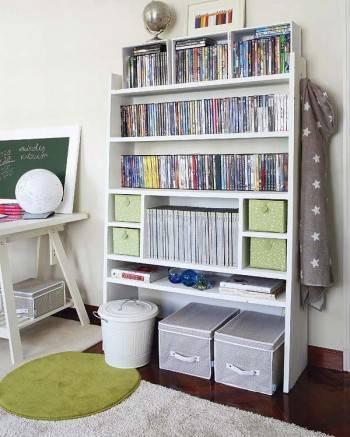 стеллажи в детской комнате для мальчика