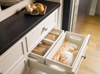 интерьер кухни со столовой