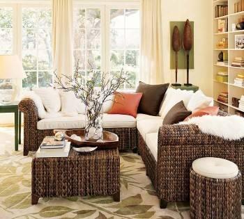 плетеная мебель в интерьере дома или квартиры