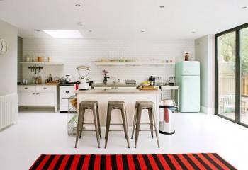 холодильник SMEG в интерьере кухни