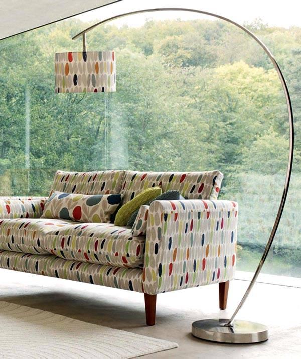 модный изогнутый торшер под цвет мебели фото