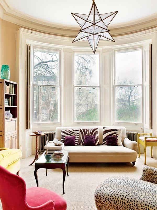 открытые окна без штор в дизайне гостиной комнаты