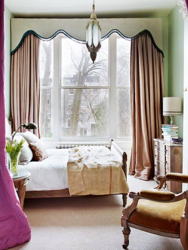 большое окно во всю стену в интерьере спальни