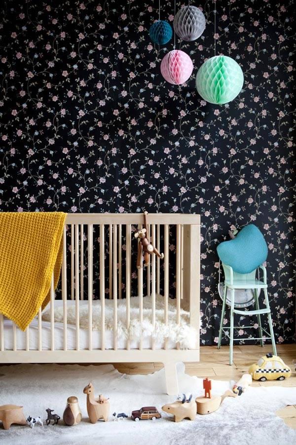 детская комната с черными обоями
