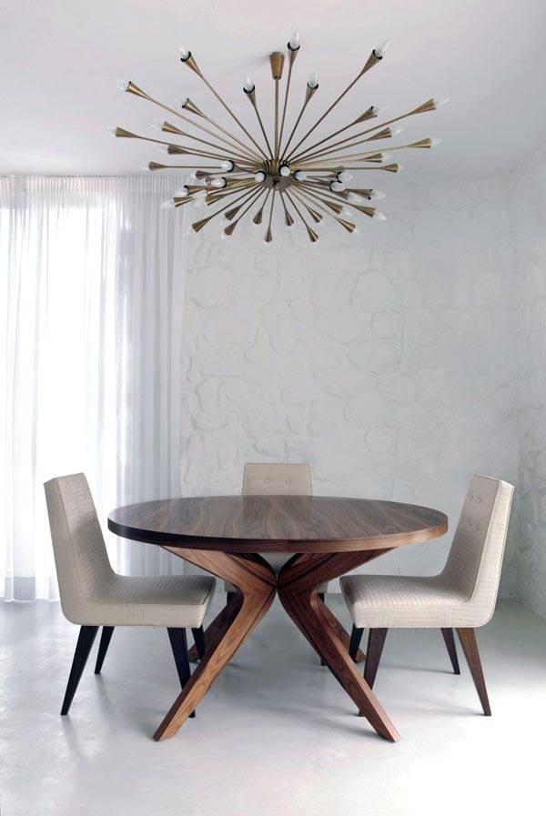 стильная современная люстра с множеством лампочек