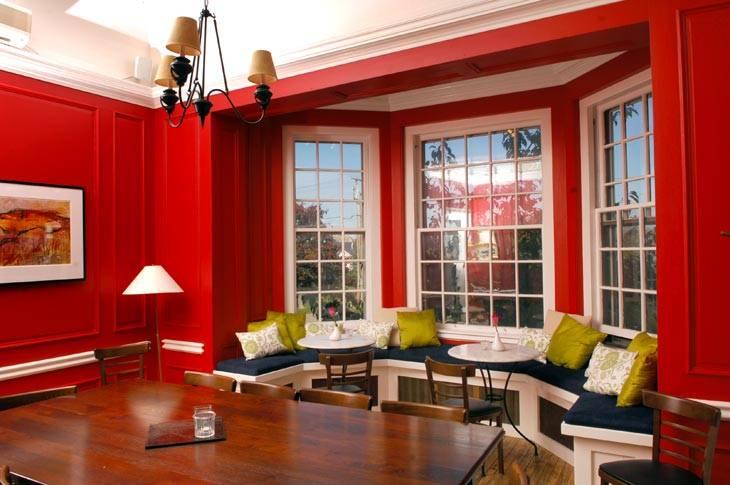 красные стены фото