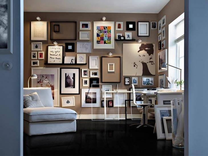 Пустые рамы на стенах, красивый настенный декор
