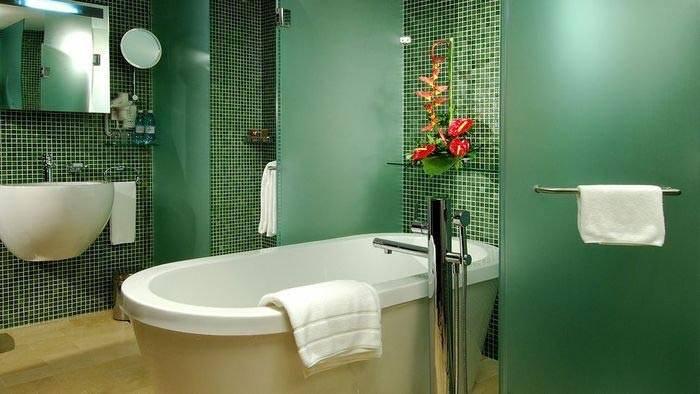 Зеленый цвет в дизайне интерьера ванной комнаты фото
