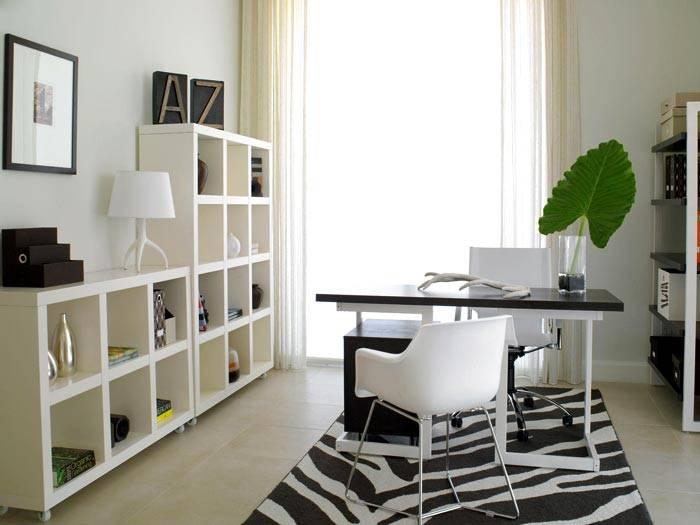 минимализм в дизайне рабочего офиса, черно-белый интерьер