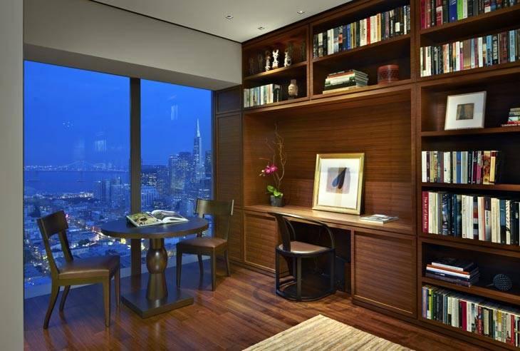 домашний кабинет, обшитый деревом, библиотека в комнате