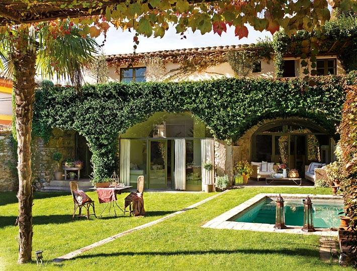великолепный двор в Испании фото