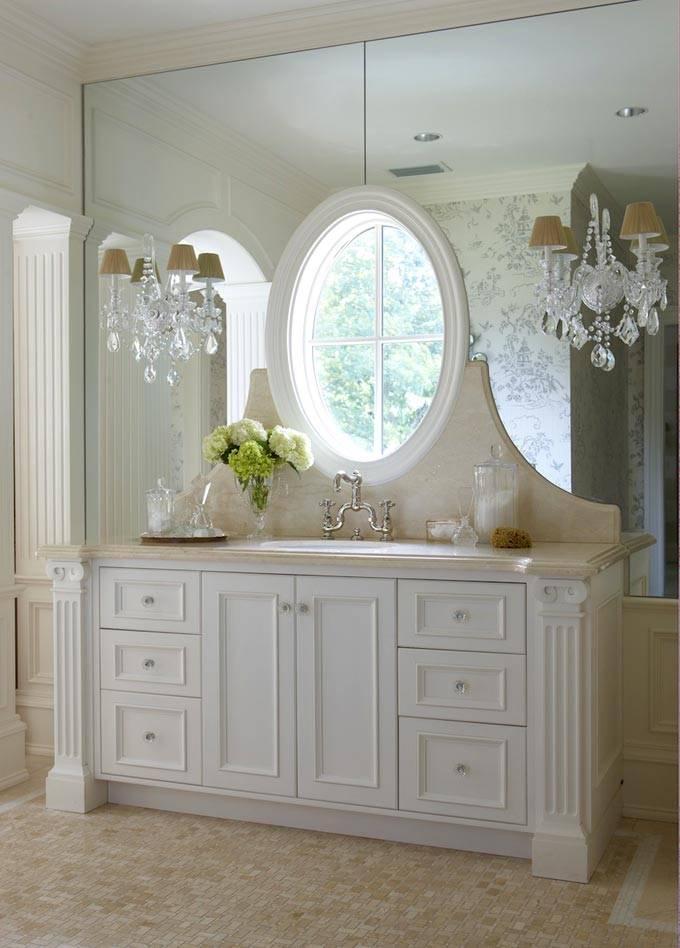 туалетный столик из мрамора в ванной комнате