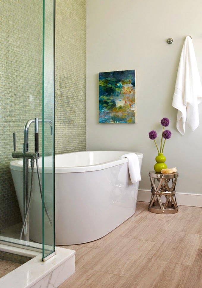 современный дизайн ванной с полом из ламината