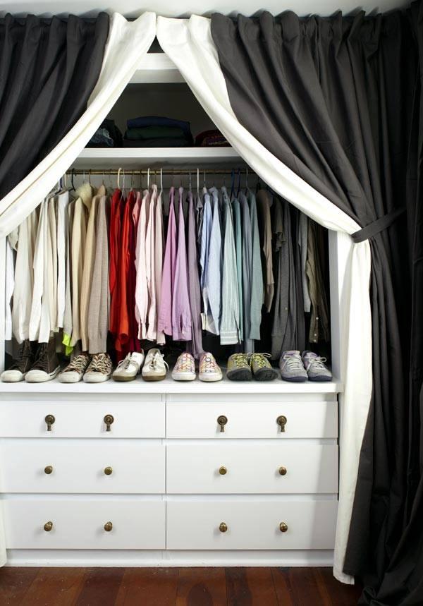 Гардеробная комната за шторой в квартире фото