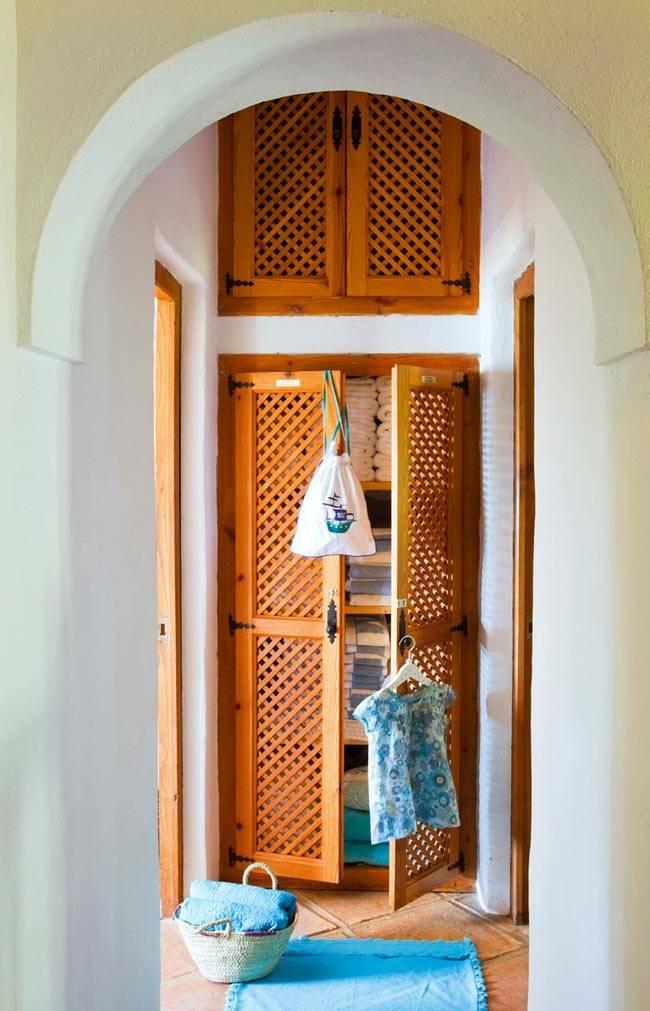 деревянная сетка на дверях в шкафу и антресолях