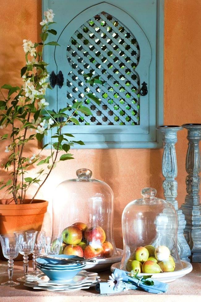 бирюзовый цвет для декора и посуды в испанском доме