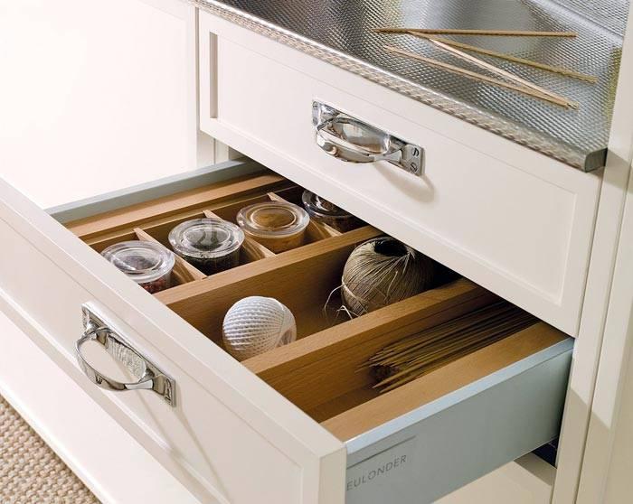 удобное хранение в кухонных ящиках фото