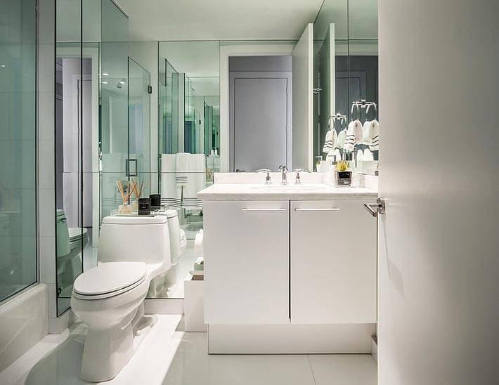 зеркальная стена в туалете и ванной комнате фото