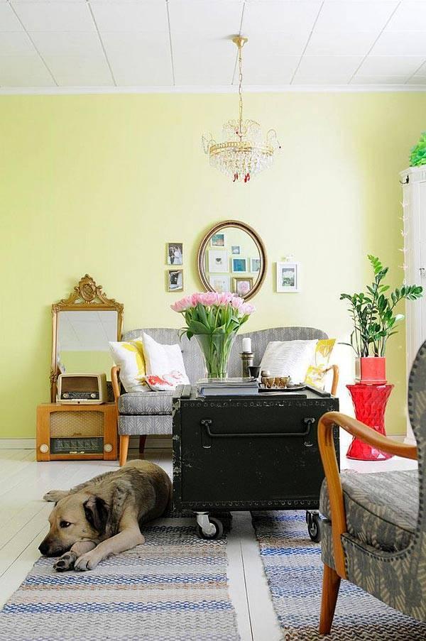 креатив в доме - сундук на колесах вместо кофейного столика