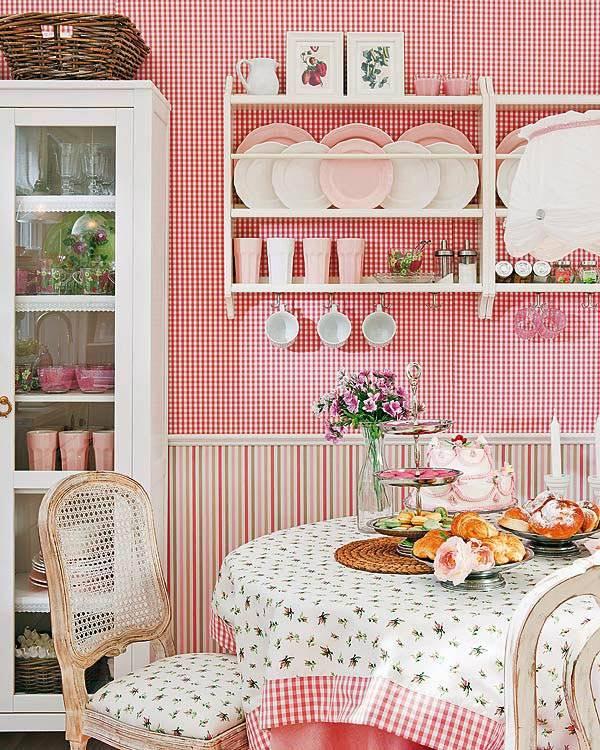 деревенский романтичный стиль в оформлении розовой кухни