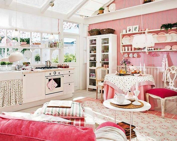 романтичный интерьер девичьей кухни в бело-розовом цвете
