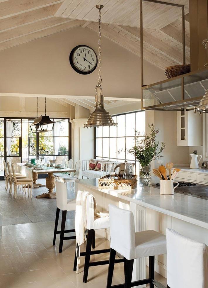 Простота и гармония в интерьере кухни со столовой