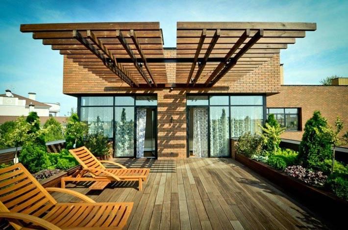 минимализм в дизайне террасы с деревянным полом