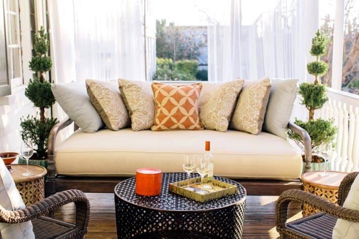 Комфортный отдых на плетеной мебелью террасы