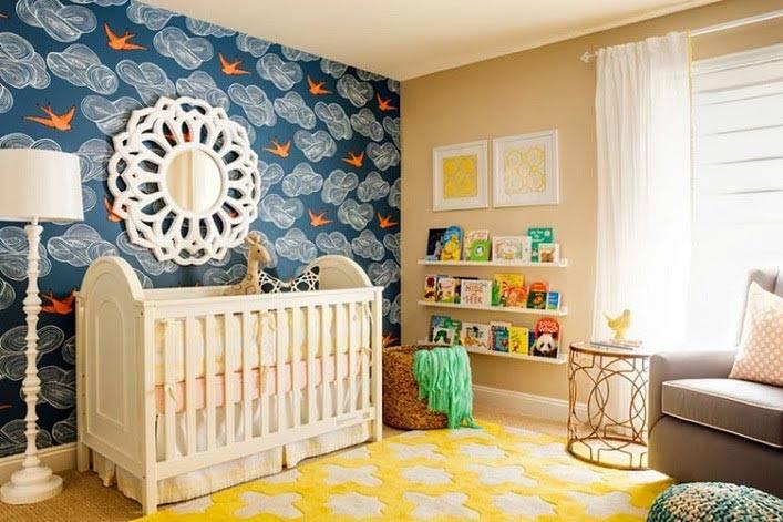 фотографии красивого интерьера детской с синими и желтыми обоями