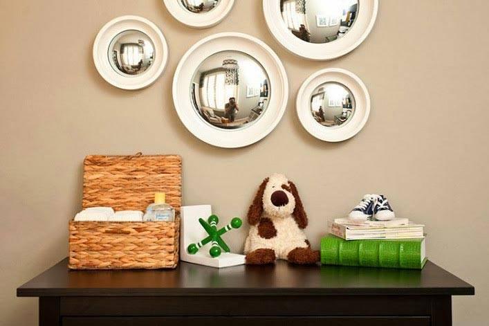несколько круглых зеркал на стене ддетской фото