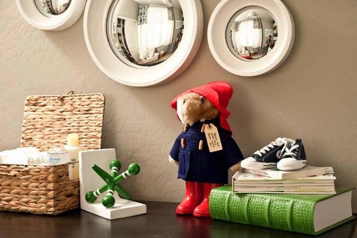 игрушки и плетеные корзины для украшения детской комнаты